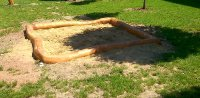 Akátové pískoviště z kulatiny