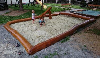 Pískoviště s korýtkem