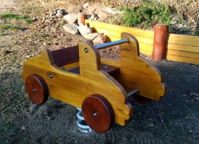 Pružinové houpadlo auto