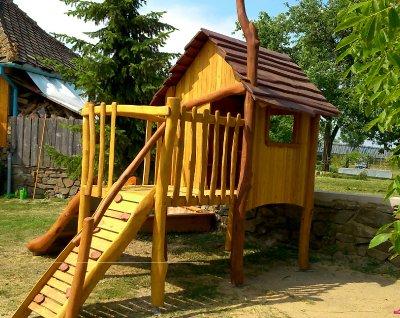Dětský domeček se skluzavkou plánek
